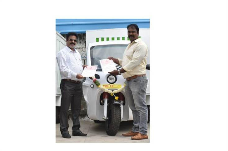 L-R: Venugopal Rao N, president, ETO Motors and A R Ramesh, Transport Manager – BigBasket during the delivery of BULKe - a high-speed (L5 category) cargo electric three-wheeler.