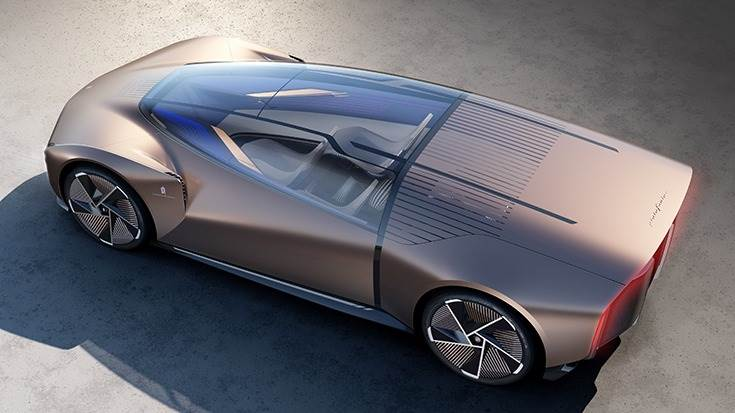 The use of smart glass in the rear part of the car allows passengers to enjoy their privacy and to regulate the light that enters from the outside