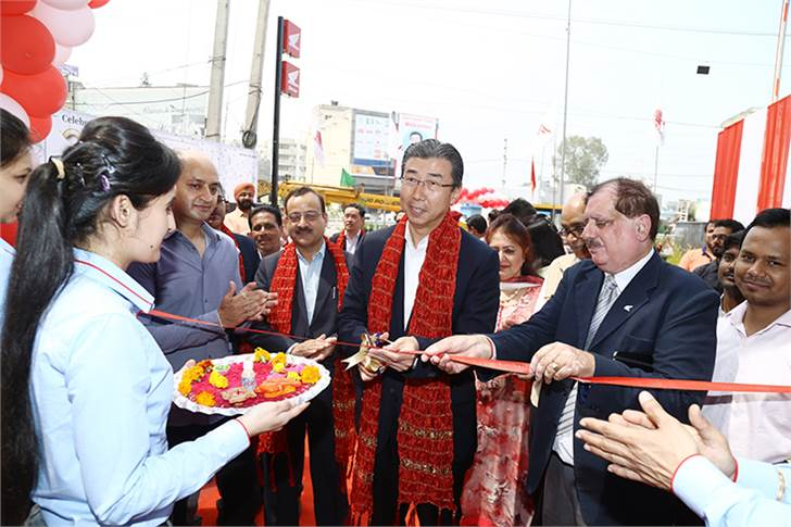 Minoru Kato, president and CEO, HMSI, inaugurates the 1,000th Honda dealership, Platinum Honda, Rajpura Road, Zirakpur in the Mohali district of Punjab.