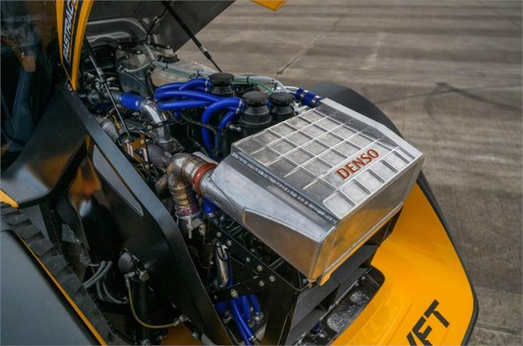 JCB's 672 engine is a 7.2-litre straight six that puts out 1016bhp and 1770lb ft in record-run trim. Its 5.0-bar turbo is joined by an electrically driven supercharger.
