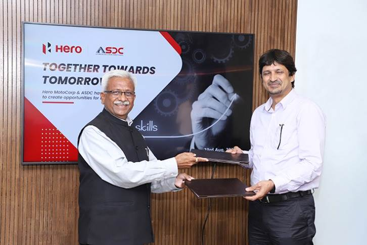 L-R: Nikunj Sanghi, President of ASDC, and Naveen Chauhan, Head of Sales and After Sales, Hero MotoCorp.