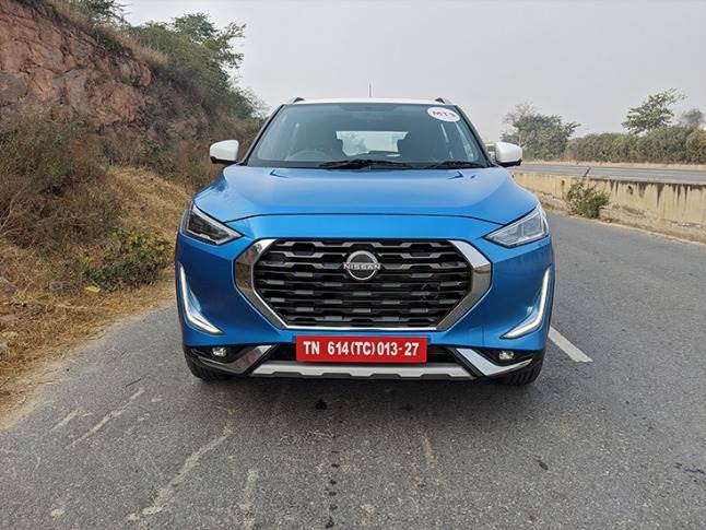 The front-end looks imposing with a large grille, wide bonnet and sleek headlamps.