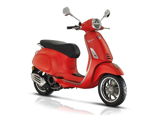 Vespa Primavera protected by the design registered by Piaggio Group in 2013, by the three-dimensional trademark of the Vespa scooter and by the copyright that safeguards the shape of the Vespa, a style icon since 1946.