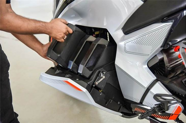 One cool feature is the motorised battery compartment that glides open to allow access to the battery packs. Ultraviolette has cleverly split the battery into 3 individual packs, each weighing 8.6kg.