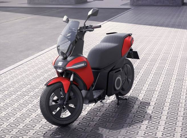 The new machine, based on a design by Spanish electric bike firm Silence, was unveiled at the Smart City Expo World Congress in Barcelona along with an e-Kickscooter concept.
