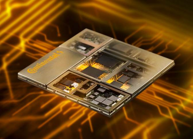 The self-developed NAD (Network Access Device) by Continental is the heart of the Hybrid V2X platform.