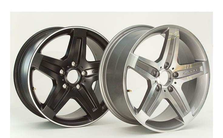 Rims after stress test: Original (left) and counterfeit (right).