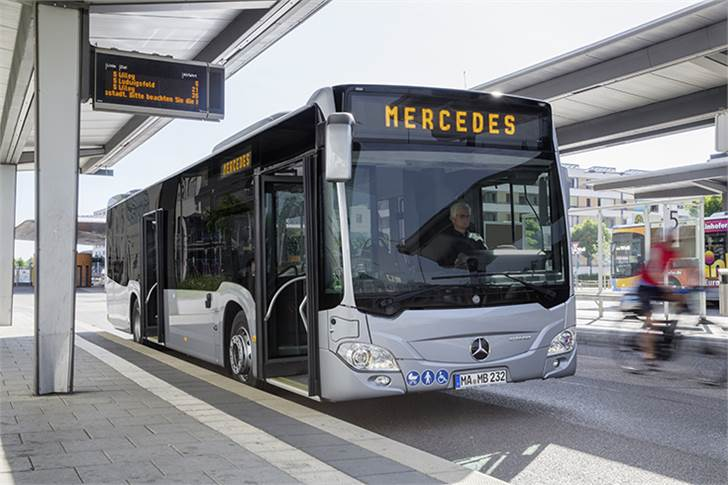 Mercedes-Benz Citaro hybrid, OM 936 h rated at 220 kW/299 hp, 7.7L, electric motor rated at 14 kW, 4-speed AT, L/W/H: 12135/2550/3120mm, passenger capacity: maximum 1/101.