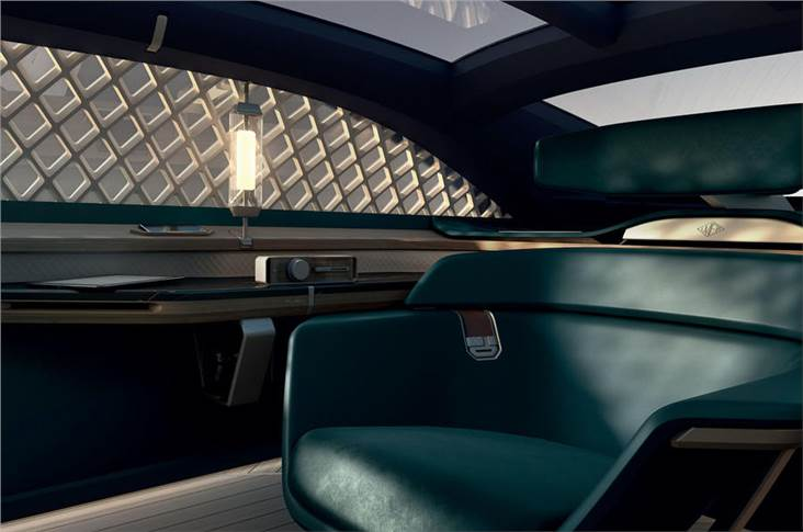 The interior is designed to be like a lounge and is inspired by Renault's pre-war models