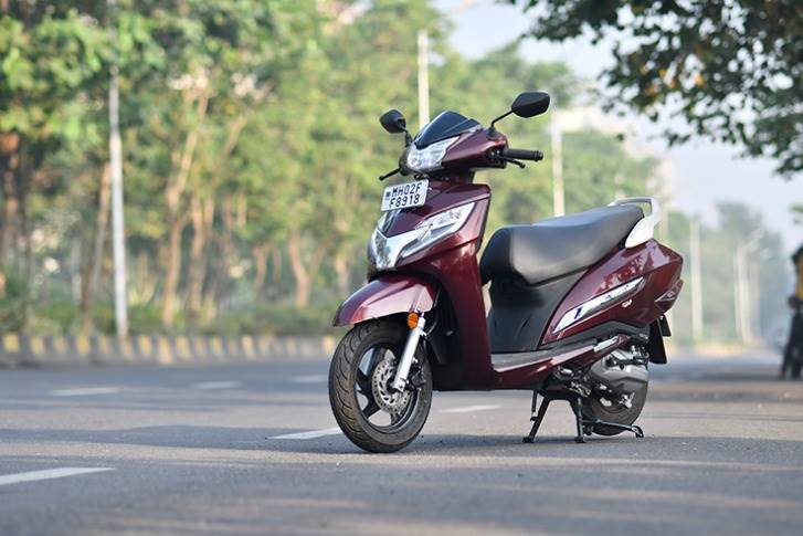 At No. 4 is the recently launched BS VI-compliant Honda Activa 125 with 54.2kpl on the fuel efficiency scale, which constitutes combined urban and highway riding.