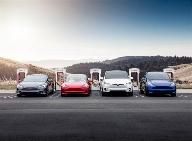 For the full calendar year 2020, Tesla produced 509,737 cars and managed to deliver a record 499,550 units – missing its targeted 500,000 units by a whisker – just 450 units.