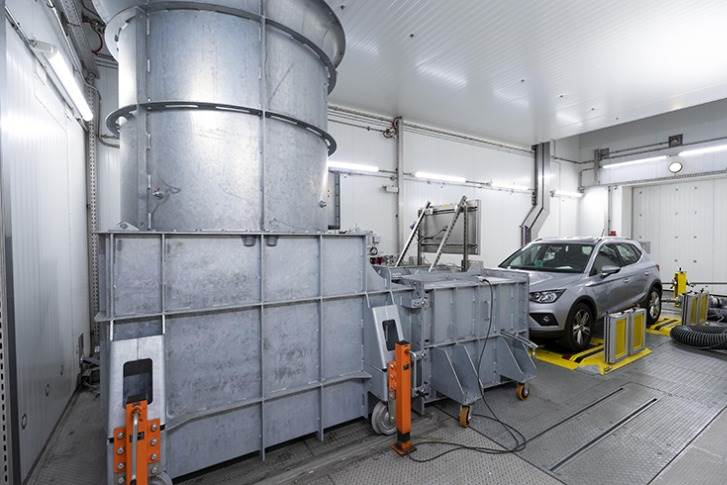 Climatic chamber, that simulates extreme driving conditions with temperatures between -40 and between -40 and +65 degrees and up to an altitude of 5,000 metres.