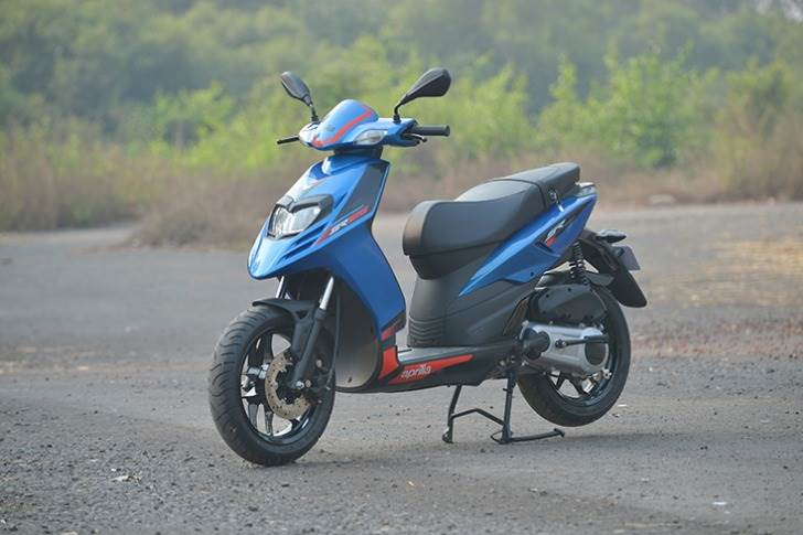 At No. 9 is the Aprilia SR 125 which goes 41.9 kilometres to the litre, which constitutes 40.6kpl in the city and 43.3kpl on the highway.