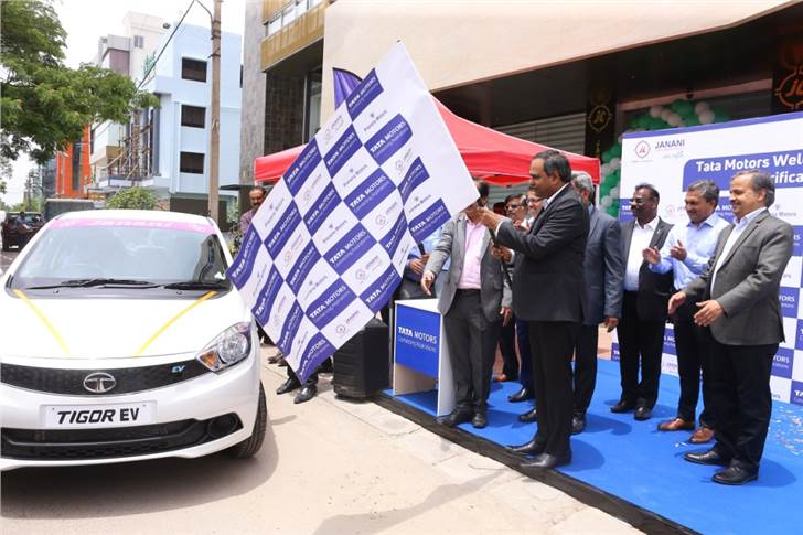 Shailesh Chandra, president, electric mobility business and corporate strategy, Tata Motors flagging off the first batch of Tigor EVs from from Janani Tours at Prerana Motors, HSR Layout, Bangalore.