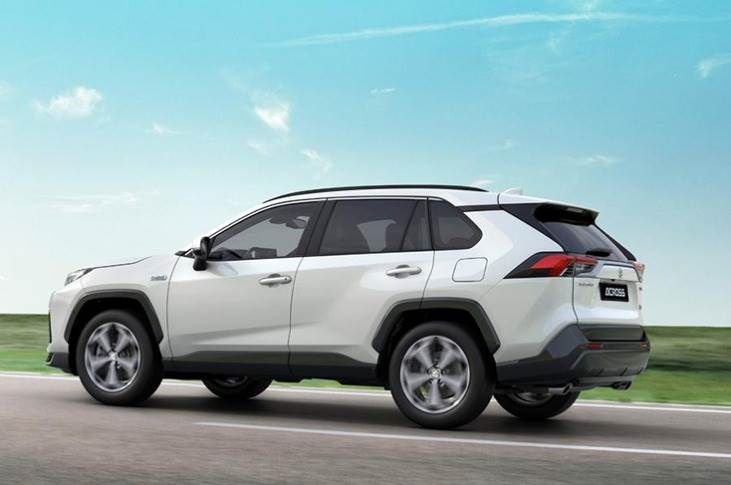 The SUV's 18.1kWh battery, which is mounted under the floor, allows it to travel 75km on electric power alone, and it's expected to be able to reach speeds of up to 135kph in this mode, like the RAV4.