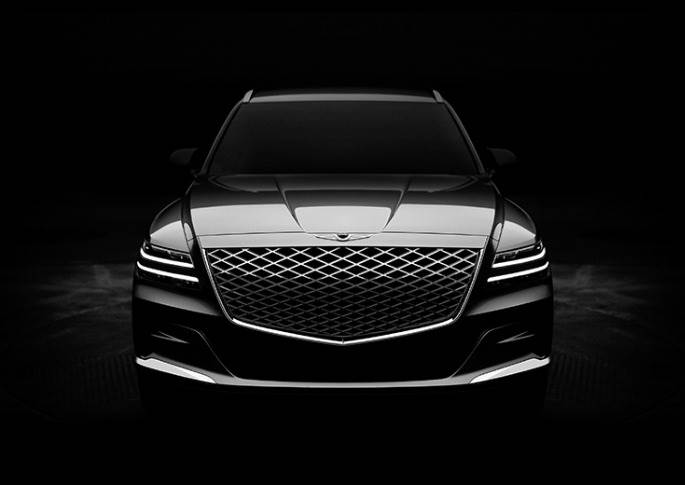 Signature Genesis design elements are immediately visible on the GV80. Surrounded by the high-tech Quad Lamps, the crest grille is consistent with the positioning of the GV80.