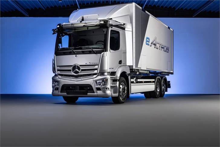 The heavy, battery-electric eActros is in intensive customer testing since 2018. The planned start of series production is in 2021.