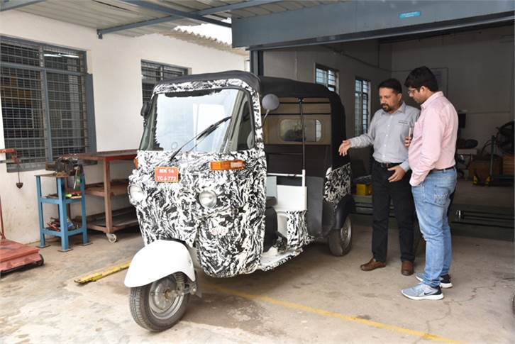 A passenger carrying e-three-wheeler prototype doing rounds in Bangalore. Altigreen has installed a 9kW e-axle through CV joints to the rear wheels.
