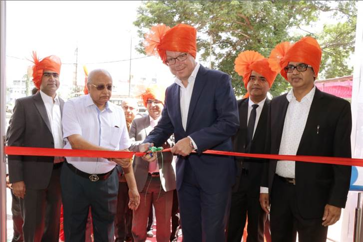 (R -L) Manish Dhoot, MD, Dhoot Motors along with Steffen Knapp, MD, Volkswagen Passenger Cars India and Radhavallabh Dhoot, Dhoot Motors inaugurate the new Volkswagen showroom in Aurangabad.