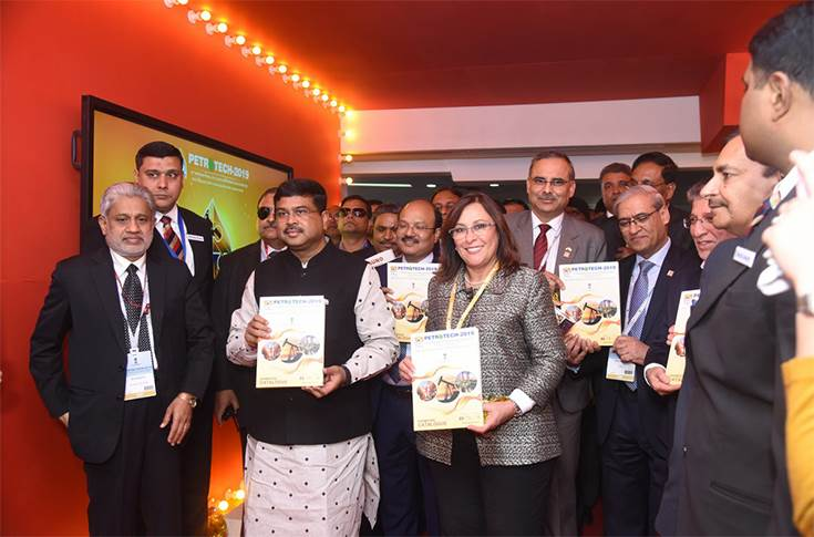 Along with Dharmendra Pradhan, the Secretary to Ministry of Petroleum & Natural Gas, Dr M.M. Kutty and other dignitaries are also seen