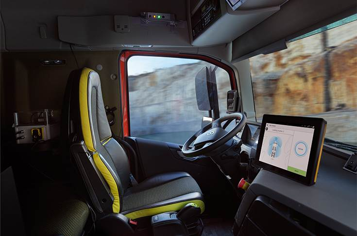 The vehicles are fully autonomous and are managed from the outside by the operator of the wheel loader.