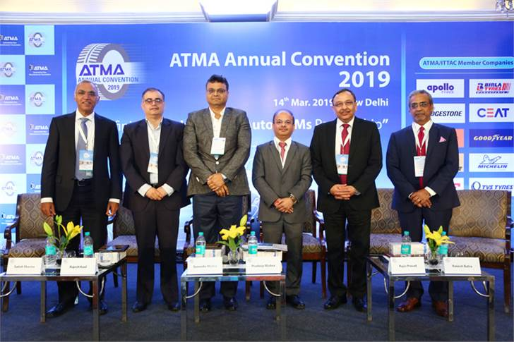 CV industry panel comprised (L-R) Apollo Tyres' Satish Sharma, Tata Motors' Rajesh Kaul, Ashok Leyland's Suvendu Moitra, VECV's Pradeep Mishra, JK Tyres' Rajiv Prasad and E&Y's Rakesh Batra.