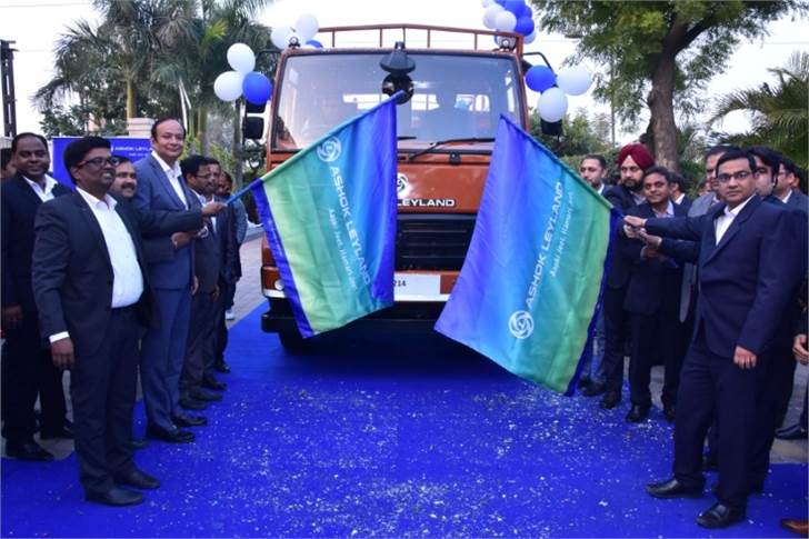 Anuj Kathuria, COO, Ashok Leyland(holding the flag) flagging off the first batch of BS-VI trucks with his team.