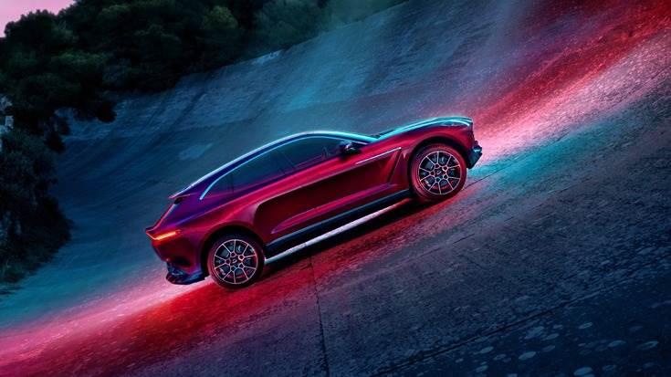 Adaptive triple volume air suspension has been combined with the latest 48v electric anti-roll control system (eARC) and electronic adaptive dampers to provide the new SUV with a huge breadth of ability.