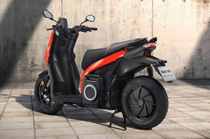 SEAT claims the MÓ eScooter reaches a top speed of 95kph, and does the 0-50kph sprint in 3.9 seconds,