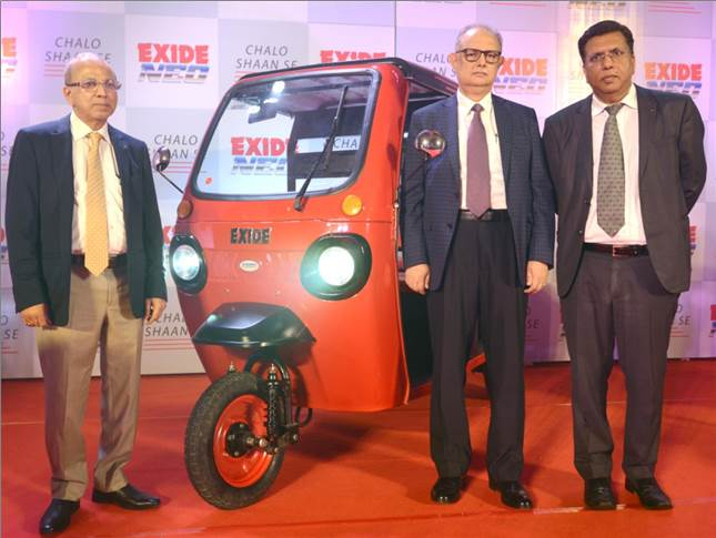 L-R: Gautam Chatterjee, MD & CEO, Exide Industries; Subir Chakraborty, Deputy MD and Arun Mittal, Director — Automotive, Exide Industries with the Exide Neo.