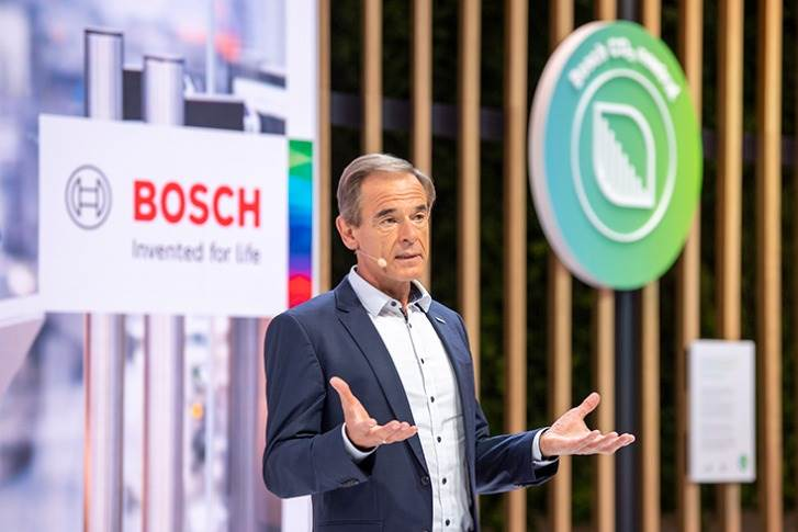 """Dr. Volkmar Denner: """"Electromobility will become a core business for us, and CO2-free mobility a growth area. We are turning challenges into opportunities."""""""