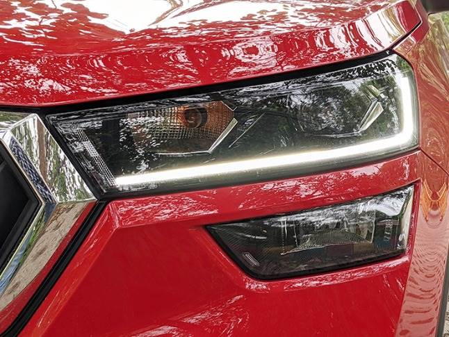 Valeo-sourced Projector LED headlamps with integrated DRLs and high-set fog lamps.