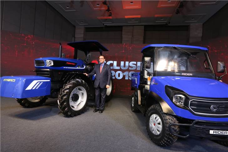 Nikhil Nanda, CMD, Escorts Ltd, with the Hybrid Concept Tractor and Rural Transport Vehicle.