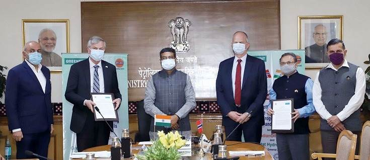 Petroleum Minister Dharmendra Pradhan and Norwegian Ambassador to India, Hans Jacob Frydenlund at the signing ceremony between Indian Oil R&D and Greenstat Hydrogen to set up a CoE on Hydrogen.