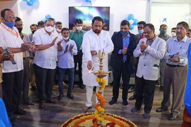 Laxman Savadi, Deputy Chief Minister of Karnataka & Transport Minister inaugurating Piaggio's EV Experience Centre in Bangalore.
