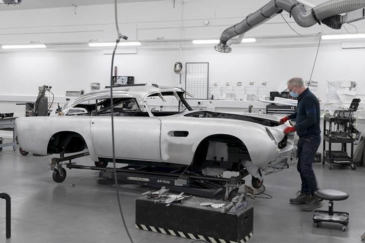 All the new cars are meticulously detailed authentic reproductions of the DB5 seen on screen, with some sympathetic modifications and enhancements to ensure the highest levels of build quality and reliability.