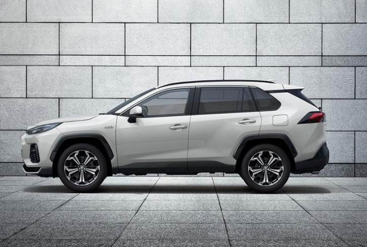 The Across is quite similar in dimensions to the Toyota RAV4. It is 4,635mm long, 1,855mm wide, 1,690mm high, and has a 2,690mm-long wheelbase.