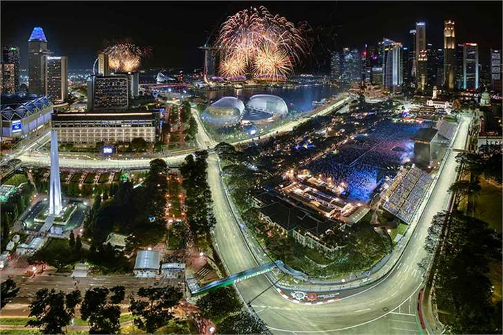 A view of the Singapore Grand Prix which is held at night. As the race is held on a street circuit, it can be properly illuminated during the evening. (Image: Singapore F1)