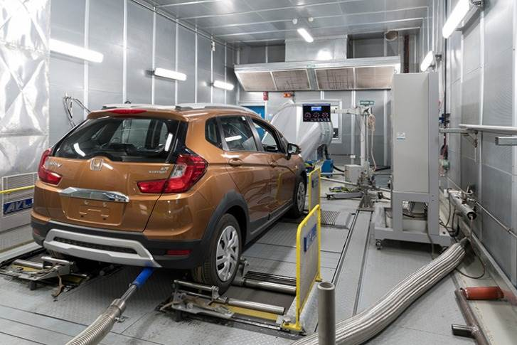 A vehicle test bed inside the powertrain laboratory enables comprehensive engine performance testing and helps validate components and vehicles as per specifications.