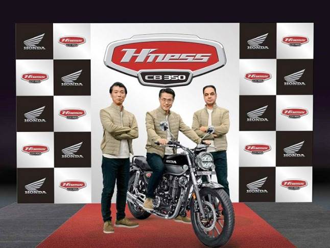 L-R: Yuichiro Ishii - Director, Sales & Marketing, HMSI; Atsushi Ogata, MD, President & CEO, HMSI and Yadvinder Singh Guleria, Director – Sales & Marketing, HMSI at the global unveiling of the H'ness-CB350.
