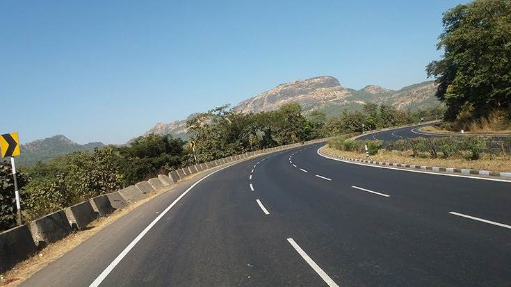 In FY2020, projects for 8,948km of roads were awarded while 10,237km of new roads were constructed.