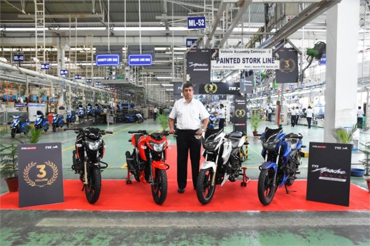 On September 10, 2018, the Apache crossed the 3-million sales milestone. Seen here is K N Radhakrishnan, CEO, TVS Motor Co at the Mysore plant.