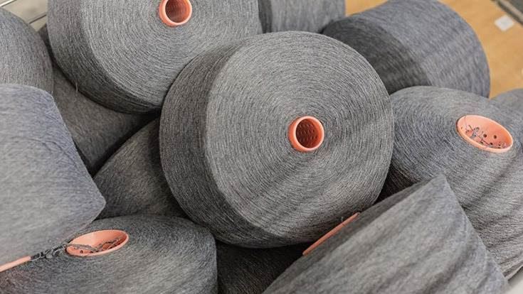 100% recycled carded yarn has been patented jointly by Groupe Renault with Filatures du Parc.