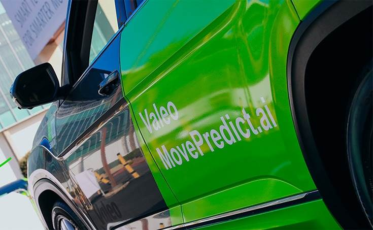 Valeo Move Predict.ai can perform a detailed analysis of the scene surrounding the vehicle, the behaviour of road users, their level of attention or distraction, whether or not they are using a mobile