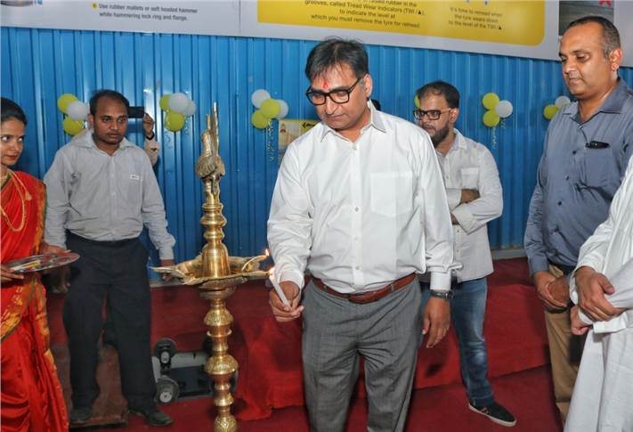 Sanjeev Sharma, general manager, fleet management, JK Tyre & Industries, inaugurating the centre in presence of dignitaries, including key company officials and dealers.