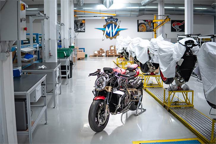 The first deliveries of the Brutale 1000 Serie Oro are expected by November 2019.