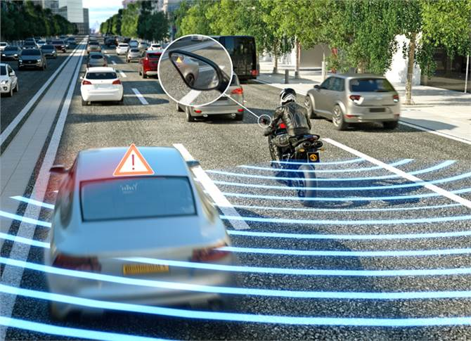 Blind Spot Detection points out dangerous situations when changing lanes.